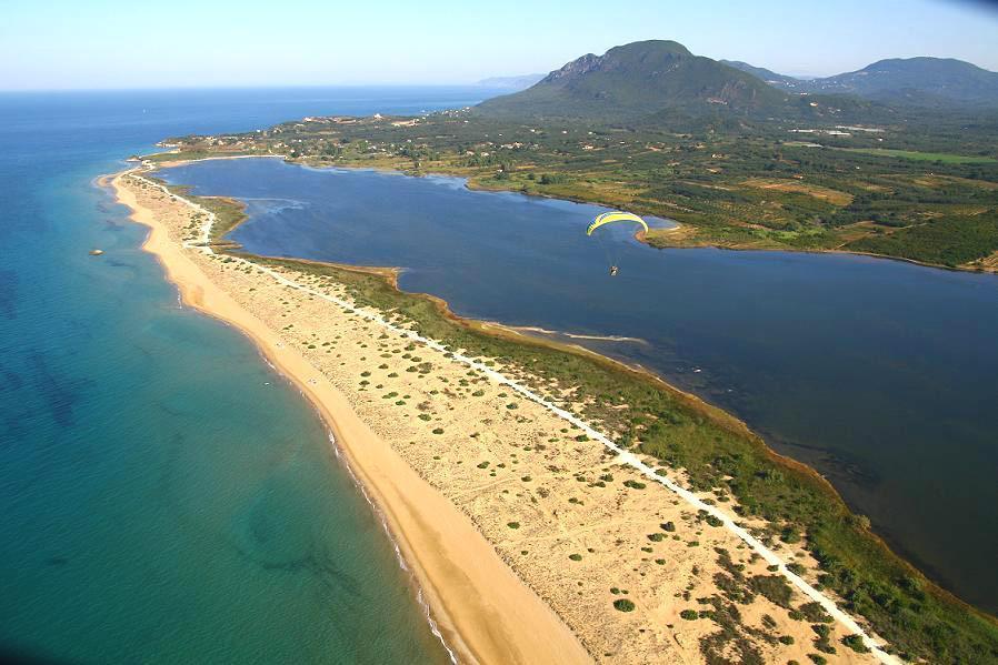 Chalikunas Sandstrand und Korission Lagune
